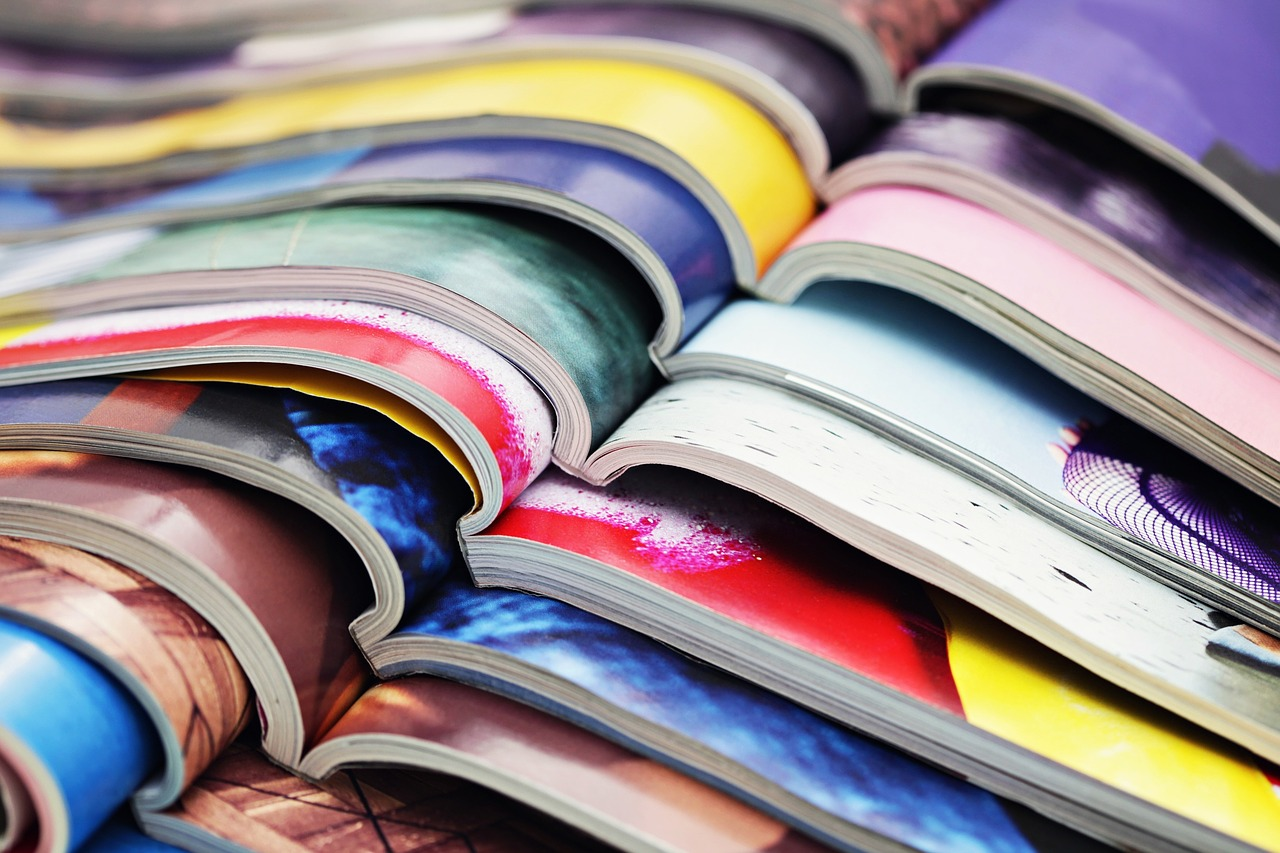 Dlaczego naklejki na katalogach są lepsze od pieczątek
