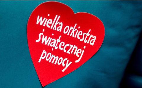 Serduszko Wielkiej Orkiestry Świątecznej Pomocy najbardziej znaną naklejką promocyjną