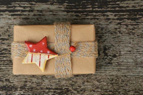 Jak stworzyć wyjątkowe etykiety na prezent świąteczny?