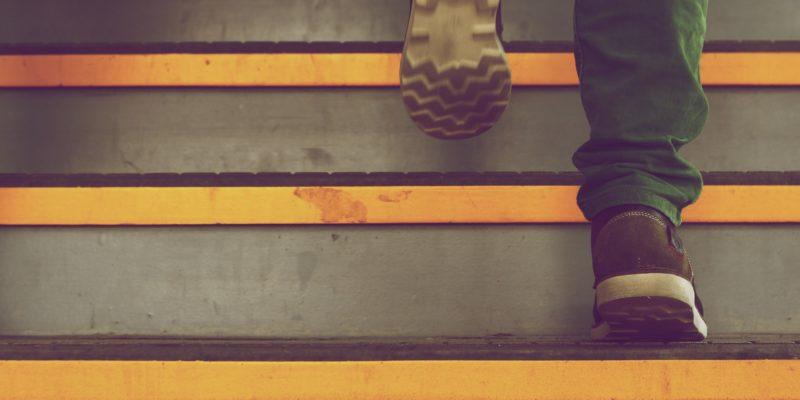Jak naklejać naklejki na schody?
